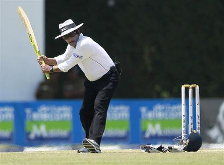 Umpire Asad Rauf tries a shot at the water break during the third day of the final test cricket match between England and Sri Lanka in Colombo April 5, 2012. REUTERS/Dinuka Liyanawatte/Files