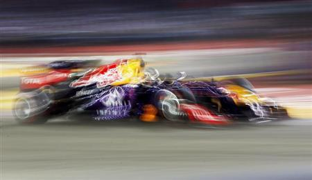 Red Bull Formula One driver Sebastian Vettel of Germany races during the Singapore F1 Grand Prix at the Marina Bay street circuit in Singapore September 22, 2013. REUTERS/Edgar Su