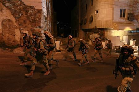 Israeli soldiers patrol in the West Bank city of Hebron September 22, 2013. REUTERS/Baz Ratner