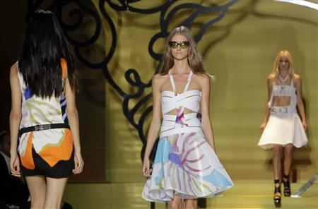 Models present creations from the Versace Spring/Summer 2014 collection during Milan Fashion Week September 20, 2013. REUTERS/Alessandro Garofalo
