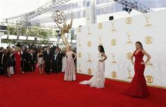 Actors January Jones (L), Kerry Washington (C) and Sofia Vergara arrive at the 65th Primetime Emmy Awards in Los Angeles September 22, 2013. REUTERS/Mario Anzuoni