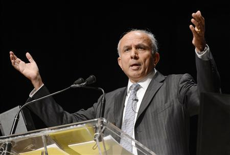Fairfax Financial Holdings Ltd. Chairman and Chief Executive Officer Prem Watsa speaks during the company's annual meeting in Toronto in this file photo taken April 11, 2013. REUTERS/Aaron Harris/Files