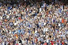 """Болельщики """"Эспаньола"""" на матче против """"Малаги"""" в Барселоне 31 мая 2009 года. Каталонский """"Эспаньол"""" дома обыграл """"Атлетик"""" из Бильбао со счетом 3-2 в заключительном матче пятого тура чемпионата Испании, обогнав басков в турнирной таблице. REUTERS/Albert Gea"""