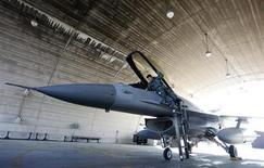 L'agence gouvernementale sud-coréenne en charge des achats d'armement s'est prononcée mardi contre l'octroi à Boeing d'un contrat de 8.300 milliards de wons (5,7 milliards d'euros) pour la fourniture de 60 avions de combat, précisant qu'elle allait relancer l'appel d'offres. /Photo d'archives/REUTERS/Jo Yong-Hak