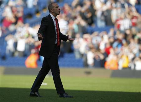 Sunderland's manager Paolo Di Canio gestures to fans after their English Premier League soccer match against West Bromwich Albion at The Hawthorns in West Bromwich, central England, September 21, 2013. REUTERS/Darren Staples
