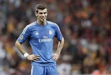 Jogador do Real Madrid Gareth Bale reage durante partida contra o Galatasaray pela Liga dos Campeões, na Arena Turk Telekom, em Istambul. Bale não vai jogar a partida de quarta-feira do Real Madrid contra o pequeno Elche, mas deve estar recuperado para o clássico de sábado contra o rival Atlético, disse o técnico Carlo Ancelotti nesta terça-feira. 17/09/2013. REUTERS/Osman Orsal