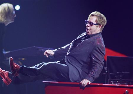 British musician Elton John performs during the iHeartRadio Music Festival at the MGM Grand Garden Arena in Las Vegas, Nevada September 20, 2013. REUTERS/Steve Marcus