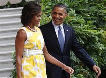 """Foto de arquivo do presidente norte-americano Barack Obama e da primeira-dama Michelle Obama na Casa Branca, em Washington. Obama disse que deixou de fumar pela mesma razão de muitos maridos: """"medo da mulher"""". 10/08/2013 REUTERS/Yuri Gripas"""