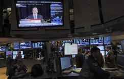 En Bourse de New York mercredi dernier. La Réserve fédérale américaine a déclaré mardi qu'elle restait en contact avec les médias au sujet d'une information faisant état d'une activité de marché anormale au moment où elle a publié son communiqué de politique monétaire. /Photo prise le 18 septembre 2013/REUTERS/Brendan McDermid