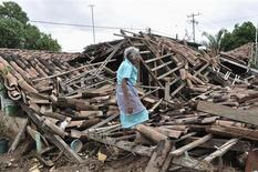 A woman stands amidst the debris of her destroyed home in Agua Caliente, on the outskirts of Acapulco September 20, 2013. REUTERS/Claudio Vargas