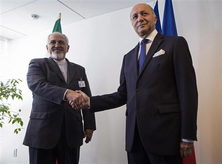 Iran's Foreign Minister Mohammad Javad Zarif (L) shakes hands with French Foreign Minister Laurent Fabius during the UN General Assembly at the UN Headquarters in New York September 25, 2013. REUTERS/Eric Thayer