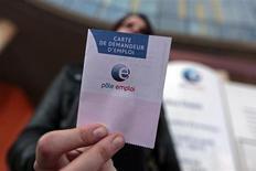 Le déficit de l'assurance chômage devrait être moins élevé cette année qu'il n'était prévu auparavant, à 4,1 milliards d'euros, a annoncé jeudi l'Unedic, qui prévoit une poursuite de la hausse du nombre de chômeurs en 2013 et l'année prochaine avec respectivement 3,294 millions de demandeurs d'emplois en catégorie A en métropole et 3,370 millions fin 2014. /Photo prise le 27 février 2013/REUTERS/Eric Gaillard