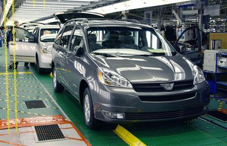 2004 Toyota Sienna minivans roll off the assembly line February 24, 2003 at Toyota's in Princeton, Indiana assembly plant. REUTERS/John C. Hillery - RTR12DSV