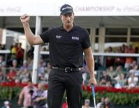 Henrik Stenson of Sweden reacts after sinking his putt to win the Tour Championship golf tournament and the FedExCup at East Lake Golf Club in Atlanta, Georgia, September 22, 2013. REUTERS/Tami Chappell