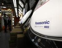 Le groupe japonais Panasonic a annoncé un accord avec le fonds d'investissement KKR pour la cession de 80% de sa division santé pour près de 150 milliards de yens (1,12 milliard d'euros), rapporte jeudi le Nikkei. /Photo prise le 1er février 2013/REUTERS/Yuya Shino