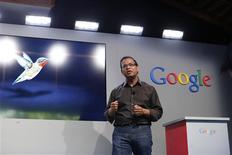 """Amit Singhal, vice-président de Google, présente à Menlo Park, en Californie, un nouvel algorithme pour le premier moteur de recherche sur internet appelé """"Hummingbird"""" (colibri), capable de traiter des requêtes plus complexes et plus longues des internautes. /Photo prise le 26 septembre 2013/REUTERS/Stephen Lam"""