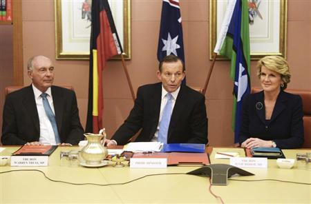 Australia's new conservative Prime Minister Tony Abbott (C) sits between his Foreign Minister Julie Bishop (R) and deputy Prime Minister, Warren Truss during the first meeting of his full ministry in the Cabinet Room of Parliament House in Canberra September 18, 2013. REUTERS/Lucas Coch/Pool