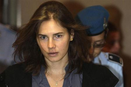 Amanda Knox (L), the U.S. student convicted of murdering her British flatmate Meredith Kercher in Italy in November 2007, arrives at the court during her appeal trial session in Perugia September 30, 2011. REUTERS/Alessandro Bianchi