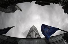 Le siège de la Banque centrale européenne à Francfort. Selon des experts, le projet de la BCE d'éprouver la santé des grandes banques de la zone euro sans capacité à combler les déficits qu'elle décèlera est devenu incertain car la volonté politique de créer une véritable union bancaire n'est plus aussi affirmée avec l'éloignement de la crise. /Photo d'archives/REUTERS/Johannes Eisele