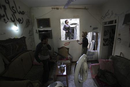 Free Syrian Army fighters are seen in a safehouse in Deir al-Zor September 28, 2013. REUTERS-Khalil Ashawi
