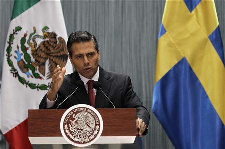 Mexico's President Enrique Pena Nieto speaks next to Sweden's Prime Minister Fredrik Reinfeldt (not pictured) after signing bilateral agreements at the National Palace in Mexico City September 27, 2013. Reinfeldt is in Mexico on an official visit. REUTERS/Henry Romero