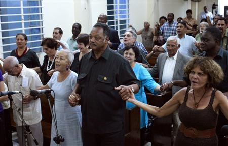 U.S. civil rights activist Jesse Jackson (C) holds hands with believers during a religious service at the Martin Luther King Baptist congregation in Havana September 28, 2013. REUTERS/Stringer