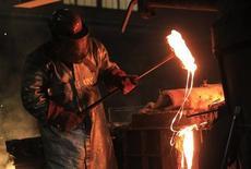 ArcelorMittal annonce dimanche un accord stratégique avec le groupe public algérien Sider pour un plan d'investissement de 763 millions de dollars (564 millions d'euros) dans le complexe sidérurgique d'Annaba et dans les mines de Ouenza et Boukhadra. /Photo d'archives/REUTERS/Yves Herman