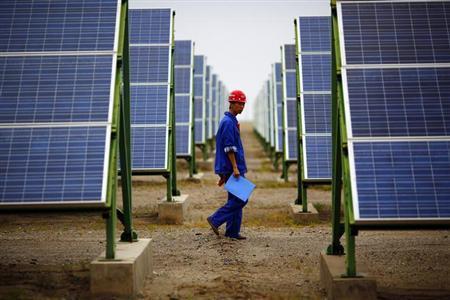 9月29日、中国財務省は、太陽光発電関連製品メーカーに対する税制優遇措置を発表した。写真は16日、甘粛省で撮影(2013年 ロイター/Carlos Barria)