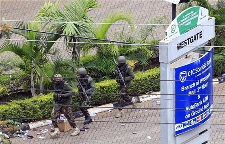 Kenya Defence Forces soldiers run to take their position at the Westgate shopping centre, on the fourth day since militants stormed into the mall, in Nairobi September 24, 2013. REUTERS/Noor Khamis