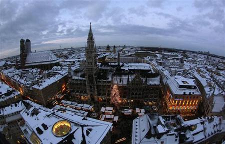 A general view shows Munich's townhall during the Christmas market in Munich December 18, 2010. REUTERS/Michaela Rehle/Files