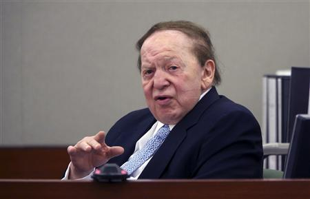 Las Vegas Sands Corp Chairman and Chief Executive Sheldon Adelson testifies on the witness stand at the Regional Justice Center in Las Vegas, Nevada April 4, 2013. REUTERS/Jeff Scheid/Pool