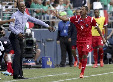Panama's head coach Julio Cesar Dely Valdes (L) high-fives Gabriel Torres after Torres scored a goal against Martinique during their CONCACAF Gold Cup soccer match in Seattle, Washington July 11, 2013. REUTERS/Marcus Donner