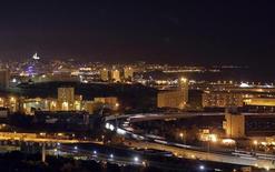 Vue aérienne de Marseille. EDF a annoncé mardi être entré en négociations exclusives avec Dalkia France pour lui racheter la société d'éclairage public Citelum. /Photo prise le 5 janvier 2013/REUTERS/Jean-Paul Pélissier