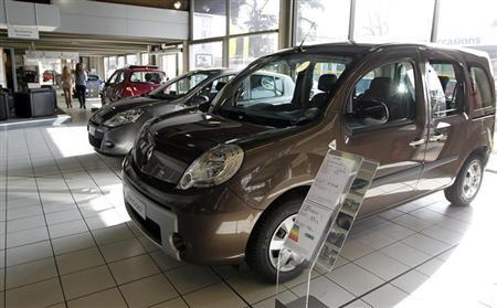 Cars are displayed in a showroom at a Renault automobile dealership in Bordeaux, Southwestern France, March 1, 2013. REUTERS/Regis Duvignau