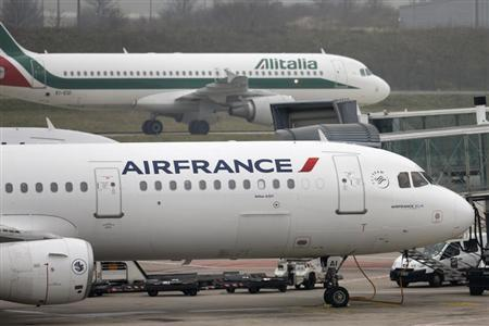 An Alitalia plane passes an Air France plane on the tarmac of Charles de Gaulles International Airport in Roissy near Paris, January 8, 2013. REUTERS/Charles Platiau