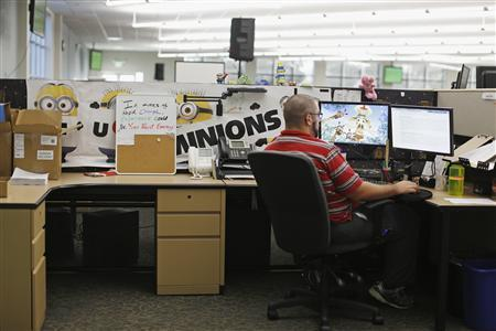 A customer service agent at Covered California's Concord call center works on his computer during the opening day of enrollment of the Patient Protection and Affordable Care Act in Concord, California October 1, 2013. REUTERS/Stephen Lam
