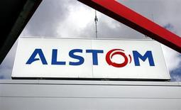 Le titre Alstom accuse la plus forte baisse du CAC 40 à la mi-journée (-3,24%), Deutsche Bank ayant réitéré son conseil de conserver le titre avec un objectif de cours à 35 euros. /Photo d'archives/REUTERS/Régis Duvignau