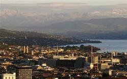 A general view shows the city of Zurich, Lake Zurich and the eastern Swiss Alps September 2, 2013. REUTERS/Arnd Wiegmann