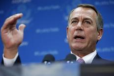 El presidente de la Cámara de Representantes de Estados Unidos, John Boehner, en una conferencia de prensa en el Capitolio en Washington, oct 4 2013. El presidente de la Cámara de Representantes de Estados Unidos, John Boehner, dijo el viernes que la cámara no votará un proyecto de gasto sin condiciones para poner fin a una paralización del Gobierno, y demandó recortes de gasto para poder elevar el límite de endeudamiento del Gobierno. REUTERS/Jonathan Ernst