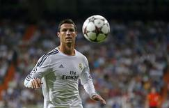 Real Madrid's Cristiano Ronaldo controls a ball during the soccer match against FC Copenhagen for the Champions League at Bernabeu stadium in Madrid October 2, 2013. REUTERS/Juan Medina