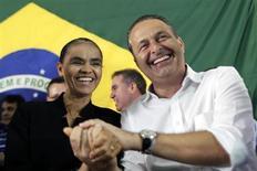 Ex-senadora Marina Silva comemora filiação ao PSB com o presidente do partido e governador de Pernambuco, Eduardo Campos, em Brasília 5/10/2014 REUTERS / Ueslei Marcelino