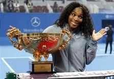 Serena Williams of the U.S. reacts as she poses with the trophy after winning her women's singles final match against Jelena Jankovic of Serbia at the China Open tennis tournament in Beijing October 6, 2013. REUTERS/Kim Kyung-Hoon