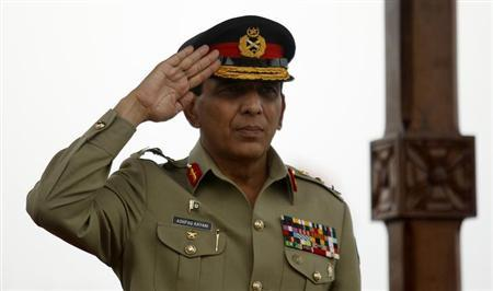 Pakistan's Chief of Army Staff General Ashfaq Parvez Kayani salutes during a parade while on a visit to the Sri Lanka Army headquarters in Colombo June 28, 2013. REUTERS/Dinuka Liyanawatte.Files