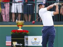 U.S. golfer Tiger Woods tees off on the first hole against International team member Richard Sterne of South Africa during the Singles matches for the 2013 Presidents Cup golf tournament at Muirfield Village Golf Club in Dublin, Ohio October 6, 2013. REUTERS/Jeff Haynes (UNITED STATES - Tags: SPORT GOLF)