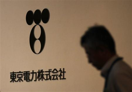 A man walks past Tokyo Electric Power Co (TEPCO)'s logo at the company headquarters in Tokyo in this July 30, 2012 file photo. REUTERS/Yuriko Nakao/Files