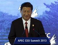 """Presidente da China, Xi Jinpiang, fala durante cúpula de líderes para Cooperação Econômica da Ásia-Pacífico (Apec, na sigla em inglês) em Bali, Indonésia, 7 de outubro de 2013. Xi disse nesta segunda-feira que espera um """"processo tortuoso"""" de recuperação econômica mundial, enquanto a taxa de crescimento econômico atual chinesa está """"dentro de uma faixa razoável e esperada"""". REUTERS/Edgar Su"""