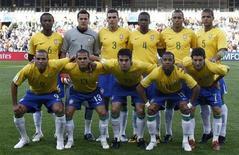 منتخب البرازيل لكرة القدم قبل مباراة في بلومفونتين يوم 15 يونيو حزيران 2009. تصوير: باولو وايتاكر - رويترز