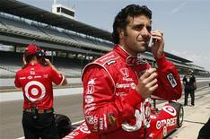 Target Chip Ganassi Racing driver Dario Franchitti of Scotland (R), prepares in pit lane during practice time at the Indianapolis Motor Speedway in Indianapolis in this May 13, 2012 file photo. REUTERS/Brent Smith/Files