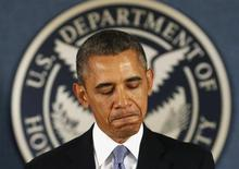 O presidente norte-americano, Barack Obama, durante visita nesta segunda-feira à agência federal responsável pelo combate a emergências, em Washington. 07/10/2013 REUTERS/Kevin Lamarque
