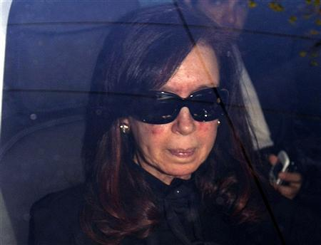 Argentina's President Cristina Fernandez sits in a car as she arrives at hospital in Buenos Aires October 7, 2013. REUTERS/Pablo Molina-DyN